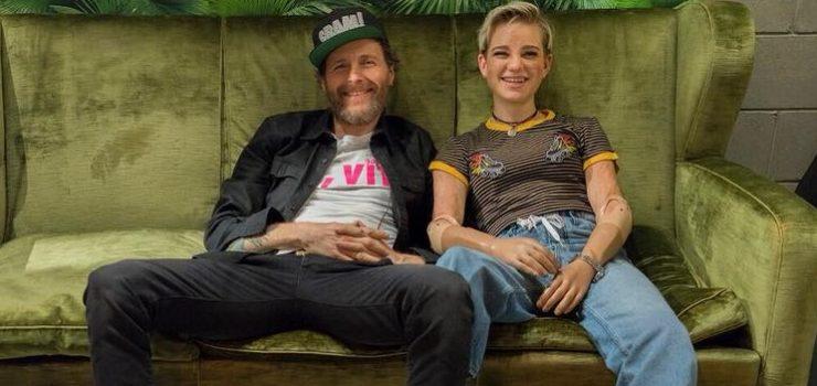 Bebe Vio su un divano con Jovanotti