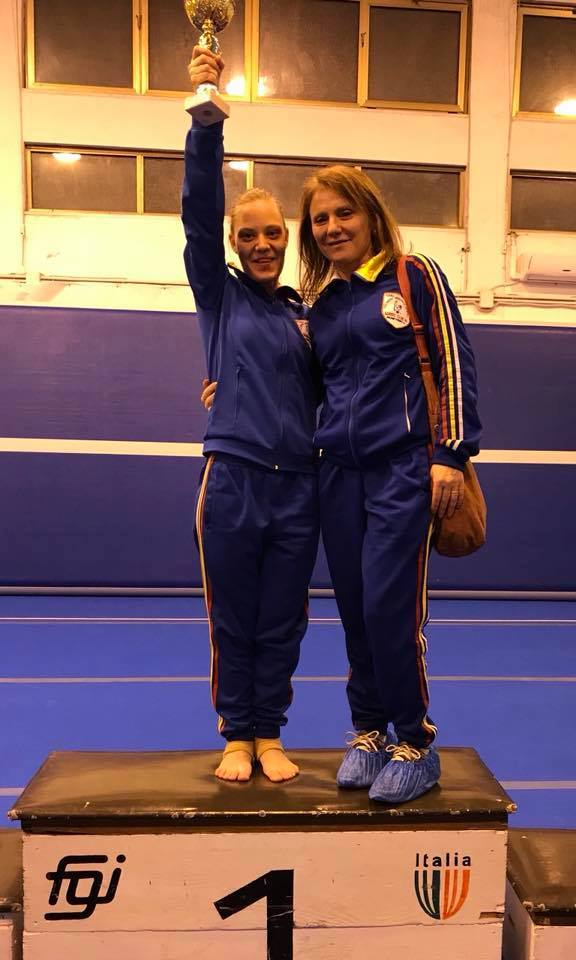 Anastasia Sarracco ginnastica artistica con trofeo